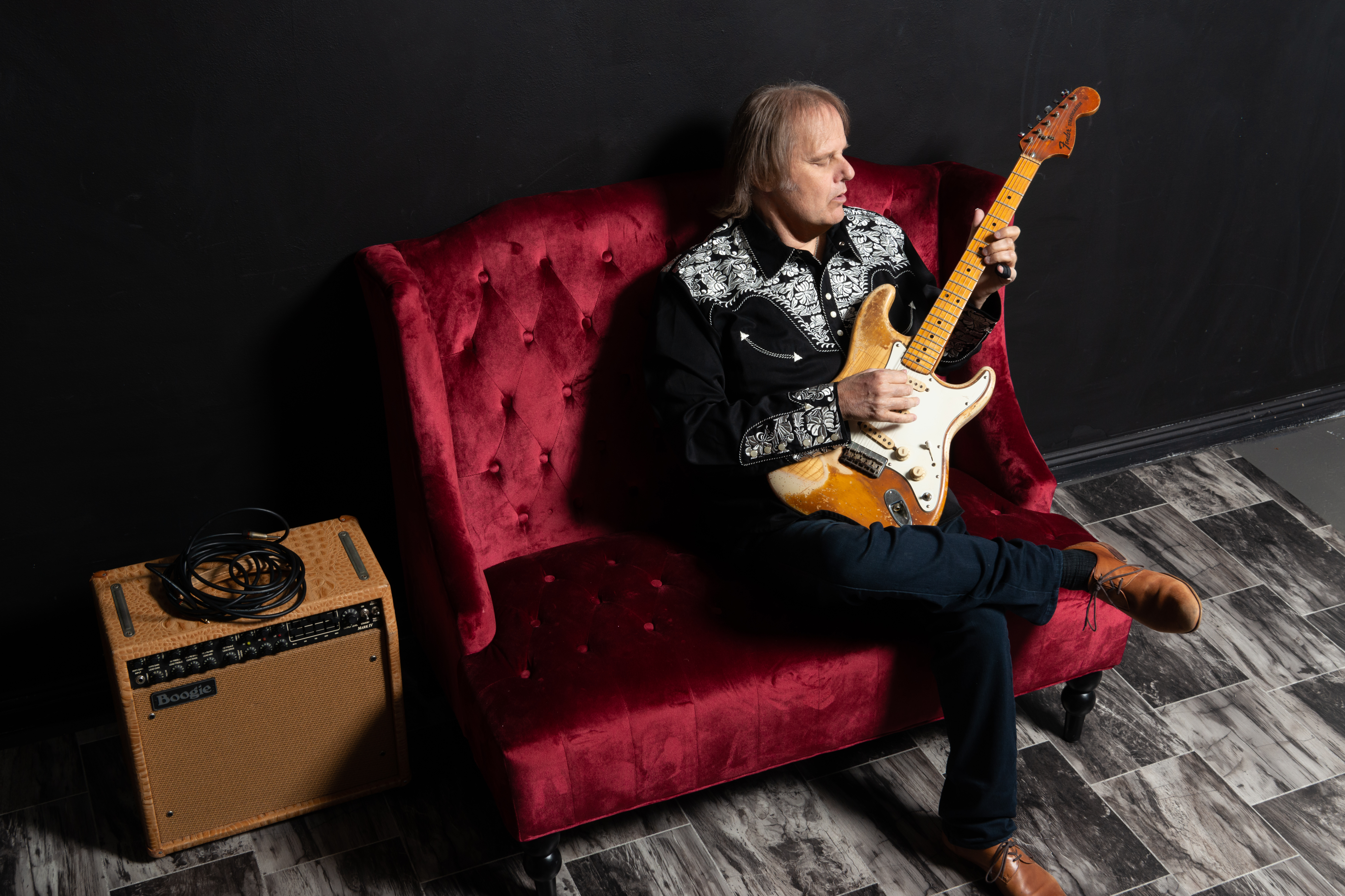 WALTER TROUT CONCERT IN SEATED SETTING